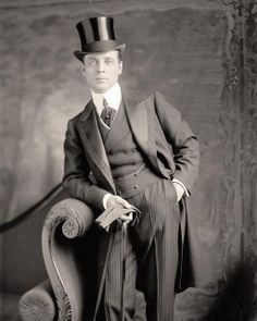 You are viewing an intriguing picture of Well Dressed Man, with top hat, gloves, and a cane. It was taken between 1905 and 1945 by Harris & Ewing. so going to make this costume Der Gentleman, Vintage Gentleman, Sharp Dressed Man, Well Dressed Men, Mode Vintage, Vintage Men, Vintage Style, Edwardian Fashion, Vintage Fashion