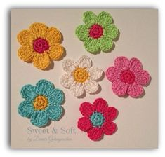 Crochet Flower Tutorial, Crochet Flower Patterns, Crochet Motif, Crochet Designs, Crochet Flowers, Crochet Stitches, Crochet Gifts, Diy Crochet, Crochet Baby