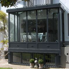 Before & after the porch entrance The house of 17 - Anbau Glass Porch, Glass Roof, Extension Veranda, Rooftop Terrace Design, Porch Veranda, Glass Barn Doors, French Property, Amazing Spaces, House Windows