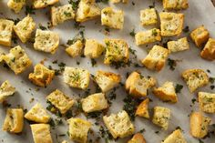 We've got a homemade Ranch Croutons recipes that can be whipped up with three simple ingredients and in four easy steps. For a crunchy and flavorful topping for your fresh salads, check out this delicious recipe. Crouton Recipes, Dog Recipes, Sandwich Recipes, Salad Recipes, Faire Des Croutons, Croutons Maison, Homemade Ranch, Vegetarian Cooking, Healthy Recipes