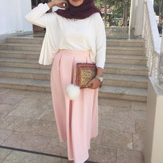 "1,454 Likes, 19 Comments - Ebru (@ebrusootds) on Instagram: ""Today Weste @ileyda_boutique Hijab @yarensalesarp 〰〰〰〰〰〰 #hijabilookbook #bukombin #today…"""