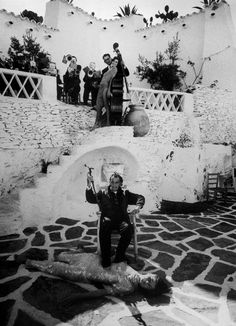 SALVADOR DALI........AT HIS HOME TO CADAQUES.....ON COSTA BRAVA.....CATALONIA....SPAIN....PHOTO BY PHILIPPE HALSMAN........ON MAGNUM PHOTOS......