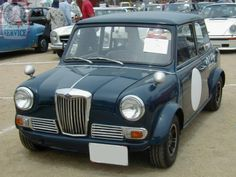 We pop back over to our friends in Japan for a rare treat next, a Wide Arched Wednesday Riley Elf! Too cool