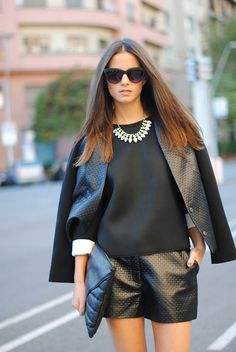 (via FASHIONVIBE: Total Black Look) This outfit is gorgeous !