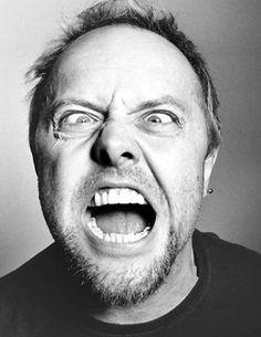 """""""Eu tenho tocado muito rock no volume maximo durante 35 anos da minha carreira e nunca usei nenhum tipo de proteção"""", comenta Ulrich, 46, baterista do Metallica.    Consequência: Lars Ulrich sofre de zumbido no ouvido    Assista agora uma das suas performances – Metallica – Sad But True  http://www.youtube.com/watch?v=S6H1YBhQhuo=related"""