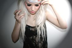 I am >this< close to bleaching my hair because of her!