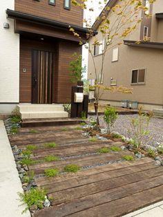 Zen Design, Garden Design, House Design, Stone Garden Paths, Garden Stones, Sleepers In Garden, Japanese Plants, Driveway Design, Garden Floor