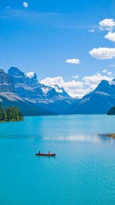 Maligne Lake and Spirit Island, Jasper National Park, Alberta Canada