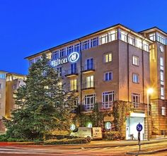 The Hilton Bonn hotel, situated overlooking the River Rhine, is a perfectly located hotel in Bonn city center. Just 5 minutes walk from Bonn's attractions and businesses, relax knowing you are never far from the action.
