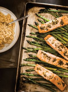 Ricardo& recipe : Baked Salmon and Asparagus with Herb Butter Healthy Menu, Healthy Cooking, Healthy Eating, Cooking Recipes, Healthy Recipes, Clean Recipes, Baked Salmon And Asparagus, Asparagus Pasta, Fish Recipes