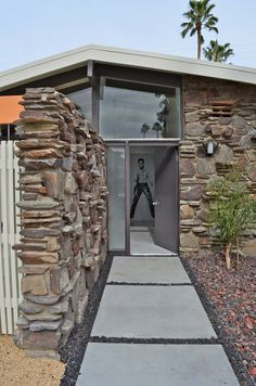 Architecture, Interiors and Landscaping Ideas for the Complete Restoration of a Mid Century Modern Home in Palm Springs Mid Century House, Mid Century Style, Exterior Design, Interior And Exterior, Modern Architecture, Architecture Interiors, Modern House Plans, Googie, Mid Century Modern Design
