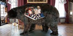 Abraham Poincheval, Ours, 2014, Matériaux mixtes, 160 x 220 x 110 cm, © Musée de la chasse et de la nature. Photo : S. Lloyd. Semiose galerie, Paris