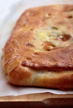 Рыбный пирог моей мамы неописуемо вкусный: воздушное нежное тесто в нижней части пирога, тающая во рту рыба и хрустящая верхняя корочка, толщиной с