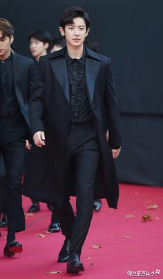Chanyeol - 171115 2017 Asia Artist Awards, red carpet - How can he look like this, I mean he just look perfect and he don't even have to try. Luhan And Kris, Bts And Exo, Baekhyun Chanyeol, Kpop Exo, Mark Wahlberg, Chanbaek, Channing Tatum, Hugh Jackman, K Pop