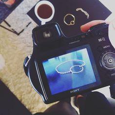 Vandaag weer nieuwe ANNA'Sieraden gefotografeerd ! #AS #annasier #annasieraad #fotografie #fotoshoot #fotos #bracelets #bracelet #coffeeontheside #gold #goldbracelets