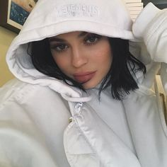 """Kylie Jenner Shares """"Inspiring"""" Work From Makeup Artist Who Threatened To Sue Her - http://oceanup.com/2017/01/25/kylie-jenner-shares-inspiring-work-from-makeup-artist-who-threatened-to-sue-her/"""