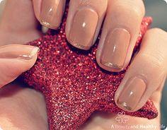 Decoración de uñas con francés dorado
