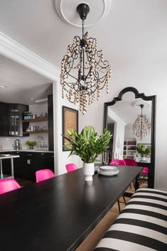 black and white dining room with hot pink chairs, traditional dining room, black and white striped bench, fuchsia chairs, pantone pink yarrow Black And White Sofa, Black And White Dining Room, White Rooms, Pink White, Estilo Kitsch, Pink Dining Rooms, Suites, Home Interior Design, Room Decor