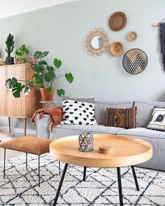 Etnische patronen en bohemian accessoires in de woonkamer met warme hout kleuren bij @keeelly91 #interieur #interieurstyling #woonkamer #bohemianstyle #eclecticdecor #decoratie #interiorinspiration