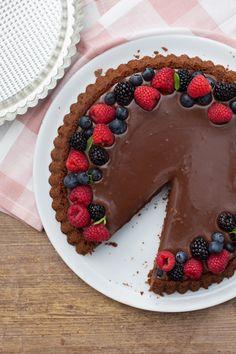 Crostata morbida al cacao: un modo super goloso per utilizzare lo stampo furbo!  [Chocolate sponge tart] Cake Cookies, Cupcake Cakes, Delicious Desserts, Dessert Recipes, Sweet Corner, Italian Desserts, Bakery Cakes, Something Sweet, I Love Food