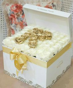 ~<~N В~>~ Luxury Flowers, Love Flowers, Beautiful Flowers, Branch Centerpieces, Box Roses, Rose Gift, Special Flowers, Pretty Roses, Flower Boxes