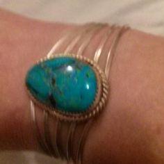Vintage Sterling Silver & Turquoise Bracelet Cuff Sterling Silver & Turquoise Bracelet Cuff Total Weight 27.8g. Jewelry Bracelets