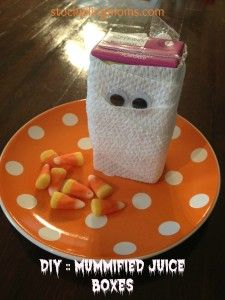 Mummy Juice Boxes are perfect for Halloween parties!  They are affordable to make and the kids will love them! A must pin!