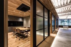 Warm meeting room at Sojitz REIT Advisors in Tokyo | design by Canuch | #office #offices #officedesign #officesnapshots #interior #interiors #interiordesign