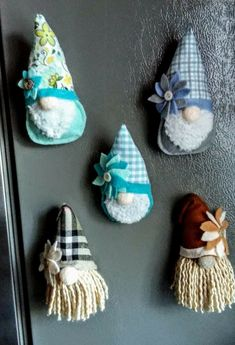 Christmas Ornament Crafts, Christmas Gnome, Felt Ornaments, Holiday Crafts, Cute Crafts, Felt Crafts, Crafts To Make, Moldes Halloween, Sewing Crafts