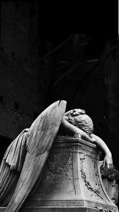 Angel Of Grief Wikipedia - Angel Of Grief Or The Weeping Angel Is An Sculpture By William Wetmore Story For The Grave Of His Wife Emelyn Story At The Protestant Cemetery In Rome Its Full Title Bestowed By The Creator Was Gray Aesthetic, Black And White Aesthetic, Statue Ange, Dragon Statue, Cemetery Art, Cemetery Statues, Greek Art, Renaissance Art, Art And Architecture