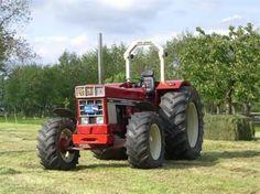 International Harvester 1046 |