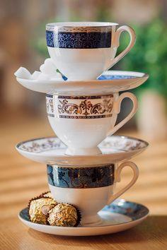 Eleganța ceștilor de cafea se traduce prin design, culoare și model, iar pentru a savura o cafea aromată alege ceștile din porțelan fin! #cesti cafea #cesti portelan #cesti portelan fin Tea Cups, Mugs, Tableware, Dinnerware, Tumblers, Tablewares, Mug, Dishes, Place Settings