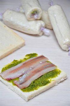 Хрустящие роллы из хлеба для тостов и рыбы - очень вкусно и просто в приготовлении! | Четыре вкуса