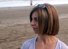 Alejandra Pultrone nació el 24 de marzo de 1964 en Buenos Aires, ciudad en la que reside, República Argentina. Es profesora en Letras por