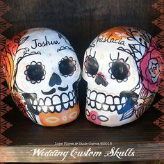 He encontrado este interesante anuncio de Etsy en https://www.etsy.com/es/listing/161681318/custom-paper-mache-skulls-day-of-the