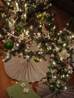 DIY Tree Skirts - y'all know I loves me some pleats. It's ridic really: pleats, polka dots and stripes.