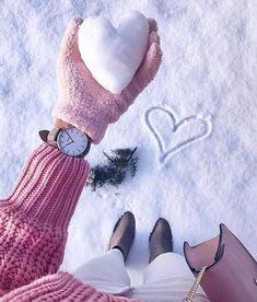 Fotos para recriar no inverno Snow Photography, Tumblr Photography, Creative Photography, Photography Poses, Editorial Photography, Snow Pictures, Winter Love, Winter Snow, Winter Pictures