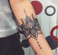 Woman tattoo lotus flower black and gray on arms Tatouage Fleur de Lotus (Lotus flower Tattoo) http://tattooforideas.com/wp-content/uploads/2017/12/tatouage-femme-fleur-de-lotus-noir-et-gris-sur-bras.jpg
