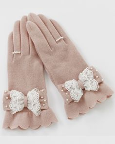 Adorable Bow And Seed Pearl Gloves Mitten Gloves, Mittens, Gants Vintage, Kei Visual, Pink Gloves, Vintage Gloves, Looks Vintage, Lolita Fashion, Japanese Fashion
