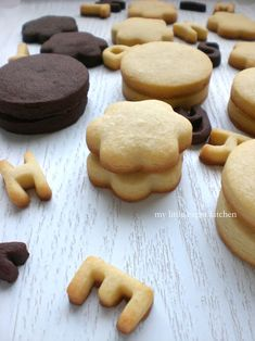 Vanilla and Chocolate Shortbread Cookies- I'm going use as reference for gluten free version Chocolate Shortbread Cookies, Nutella Cookies, Shortbread Recipes, Milk Cookies, Yummy Cookies, Candy Recipes, Cookie Recipes, Dessert Recipes, Desserts