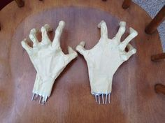 I made these scary hands as part of my son's Halloween costume this year. My initial intent was to just stuff some gloves with polyfil as I had done in years past, but I saw something similar… Halloween Party Supplies, Halloween Projects, Diy Halloween Decorations, Halloween Ideas, Halloween Parties, Halloween 2018, Halloween Stuff, Halloween Makeup, Halloween Haunted Houses