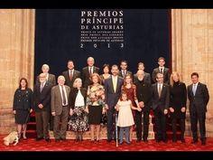 ▶ SS.AA.RR. los Príncipes de Asturias durante la imposición de insignias a los Premiados - YouTube