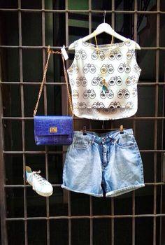 Top crop Rita Row + short denim Chepa monday + bolso The code + zapatos presilli + collar Helena Nicolau