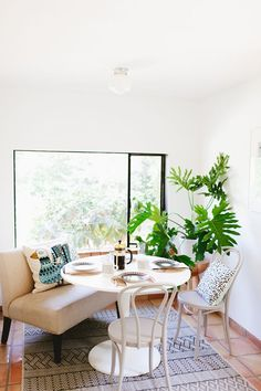 a breakfast nook makeover with a tropical twist