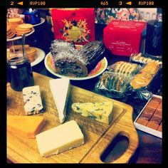 Xmas : Assorted cheese board, fleur de sel caramel, florentines, fortnum and mason's biscuits, port and onion chutney