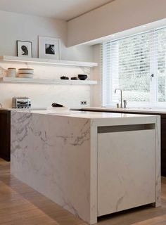 Obumex is the reference for the design of bespoke kitchens as living kitchens, design kitchens, modern kitchens or country kitchens. Narrow Kitchen Island, Country Kitchen Island, Stools For Kitchen Island, Country Kitchens, Marble Island, Interior Exterior, Kitchen Interior, Kitchen Decor, Kitchen Ideas