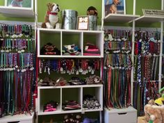 If you are in Warren, RI (or even if you're not!) stop by Woof! Woof! Pet Boutique and Biscuit Bar. They have delicious treats, home baked goods, fabulous toys, and lots of Up Country collars!