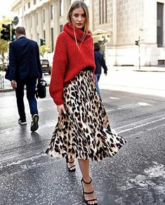 How to wear your Christmas sweater in style - Cool Style .- So tragen Sie Ihren Weihnachtspullover mit Stil – Cool Style – Amy How To Wear Your Christmas Sweater In Style – Cool Style – - Mode Outfits, Skirt Outfits, Fall Outfits, Fashion Outfits, Dress Fashion, Fashion Clothes, Fashion Heels, Simple Outfits, Leopard Skirt Outfit