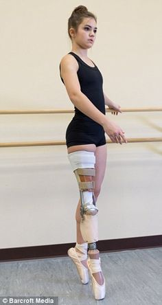 Gabi Shull who had her leg amputated above the knee becomes competitive ballet dancer Prosthetic Leg, Body Poses, Dance Photography, Ballet Dancers, Beautiful People, Female, How To Wear, Clothes, Women