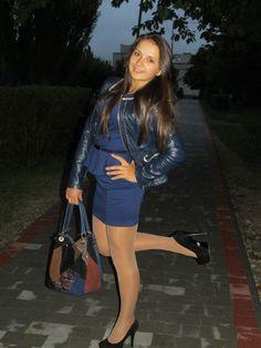 Women In Pantyhose Tan Pantyhose, Nylons, Trouser Socks, Sexy Teens, Hot Dress, Beautiful Legs, Older Women, Leather Skirt, Tights